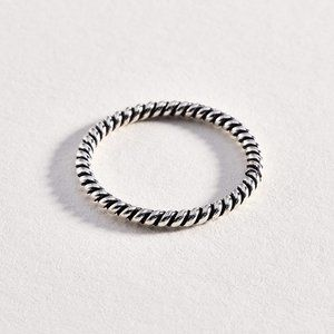 Jewelry - Sterling 925 Twisted Silver Ring